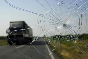 windshield-crack